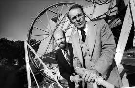 Арно Пензиас (справа) и Роберт Вильсон