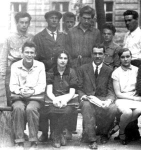 С.И. Вавилов с группой студентов МГУ в 1929-30 гг.