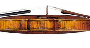 Скрипка работы Андреа Амати, отца двух братьев, сделавших мою скрипку Некоторые сохранившиеся буквы посвящения Королю Карлу IX, 1566 год