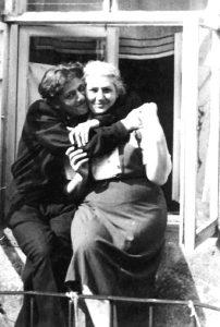 М. Ландман с мамой. Вильнюс, 1953