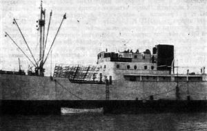 Теплоход «Грибоедов» в заливе Баии (Бразилия). На палубе установлена синфазная антенна, с помощью которой было открыто явление радиоизлучения солнечной короны