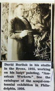 """Давид Бурлюк в своей студии в Бронксе работает над картиной """"Американские рабочие"""". 1925."""