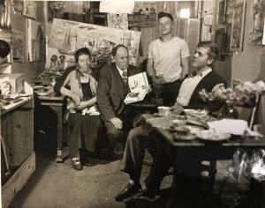 Давид Бурлюк с женой и детьми в квартире на Манхэттене, которую они снимали.