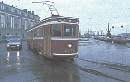 Трамвай на набережной Невы Васильевского острова