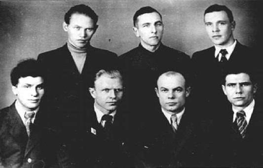 На Мехмате МГУ. В нижнем ряду второй справа И.Т.Борисёнок, третий — В.В.Москвитин