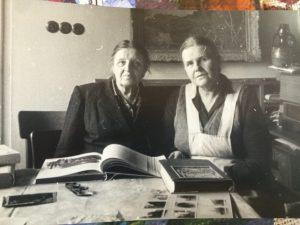 Людмила и Марианна Бурлюк в Праге. 1960-е годы.
