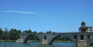 Останки того самого «моста в Авиньоне, на котором все танцуют»