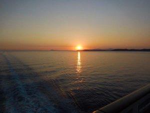 Солнце садится в Средиземное море