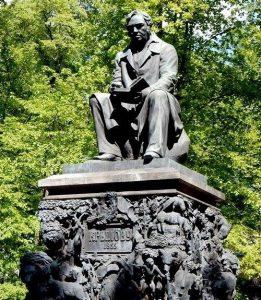 Памятник И.А. Крылову в Летнем саду (Санкт Петербург)