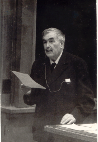 Академик В.А. Фок на семинаре «Геометрия и физика» в МГУ (1974 г.)