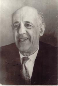 Профессор Ю.Б. Румер (80-е годы)