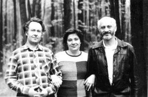 Нина и я с нашим близким другом экс-чемпионом СССР и чемпионом США по шахматам международным гроссмейстером Борисом Ф. Гулько в Москве 5 мая 1983 года. Публикуется впервые