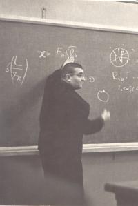 Профессор К.П. Станюкович на гравитационном семинаре в МГУ (60-е годы)