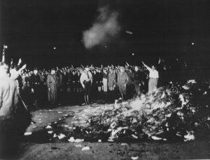 Сжигание книг 10 мая 1933 г. на оперной площади Берлина