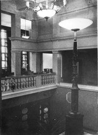 Парадная лестница и галерея фойе. Фотография из диссертации Л.М. Хидекеля 1939-1940 гг. Авторская подпись: «Фойе» ЦГАНТД ф.205 о.2-1 д.244 л. 67