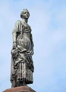 Памятник Мэри Кэмпбелл (1763-1786) в городе Данон, на её родине
