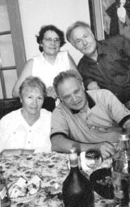 У нас дома с нашими ближайшими друзьями, которых мы знаем более полувека, доктором медицинских наук Анатолием Михайловичем Хилькиным и его женой Раисой Алексеевной. 2012. Публикуется впервые
