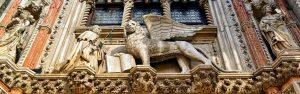 "<span style=""color: #000000;"">Крылатый лев на фасаде собора Св. Марка</span>"