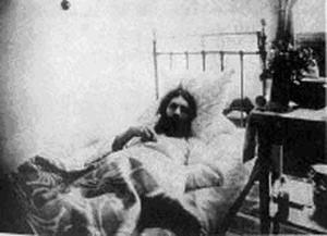 Распутин после покушения в Тюменской больнице. 1914 г.