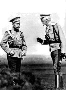 Николай II и великий князь Николай Николаевич на манёврах. 1913 г.