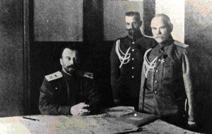 Николай Второй в ставке Верховного командования. Крайний справа — начальник штаба генерал М.В. Алексеев