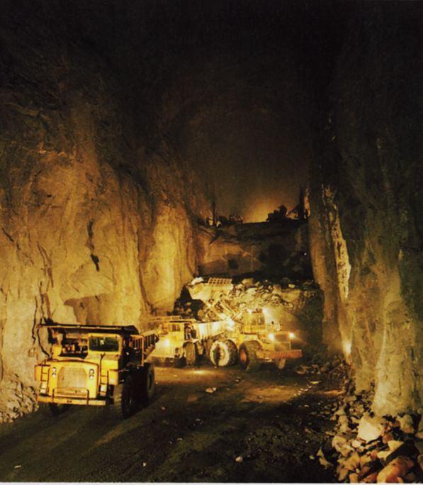 Рис.20. Строительство подземной полости хранения нефти в четыре стадии: пилотный туннель и три уступа. http://tunnel.no/wp-content/uploads/2014/01/Publication_5.pdf
