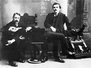 Слева направо: Михаил Матюшин, Алексей Кручёных (лежит), Казимир Малевич