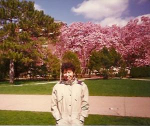 2. Галочка в роще магнолий на кампусе Иллинойского университета