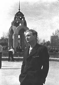 19. Борис Слуцкий в Харькове после демобилизации