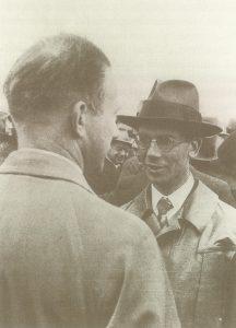 Вернер Гейзенбрг и Фридрих Хунд (справа) на первомайской демонстрации 1935 года.