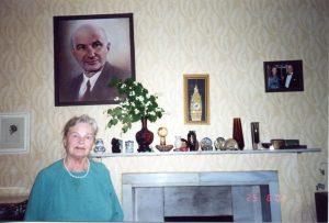 Рис.8. З.И. Горобец-Лифшиц. На стене портрет Е.М. Лифшица.