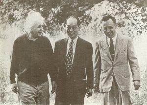 Слева направо: Альберт Эйнштейн, Хидеки Юкава, Джон Уилер, 1950-5е годы