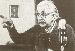 Альберт Эйнштейнво время интервью, 1952 г.