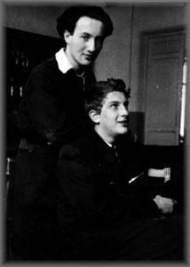 Михаил Эфрос (стоит), Юрий Михельсон. 1951 г.