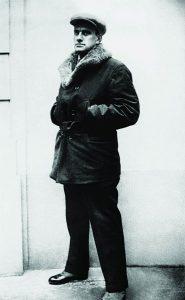 Владимир Маяковский, фото П. Шумова, Париж, 1925