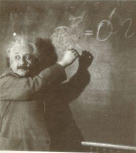 Альберт Эйнштейнво время лекции в Пасадене, 1931 г.