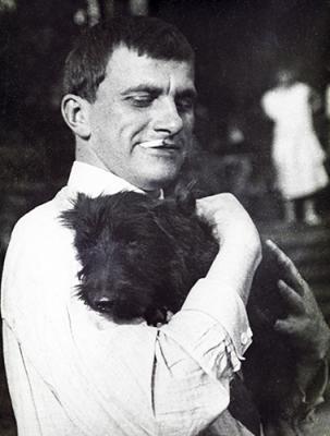 Владимир Владимирович с собакой, 1925