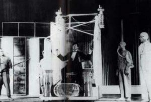 Сцена из «Клопа» в постановке В. Мейерхольда, 1929