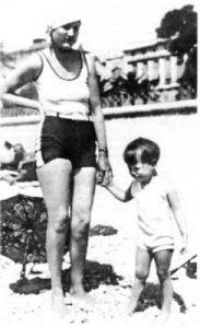 Элли Джонс с дочерью Патрисией Томпсон (Еленой Маяковской), Ницца