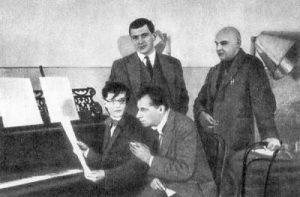 Д. Шостакович, В. Мейерхольд, В. Маяковский и А. Родченко на репетиции спектакля «Клоп», 1929, фото А. Темерина