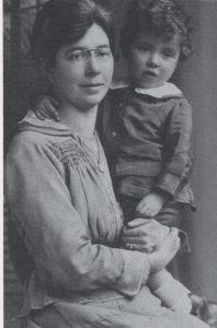 Фред с матерью.