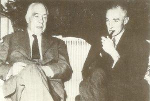 Нильс Бор(слева) и Роберт Оппенгеймер, 1955 г.
