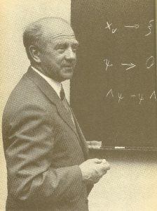 Вернер Гейзенберг во время доклада, 1950-е годы