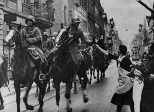 Немецкие войска входят в Рейнскую демилитаризованную зону