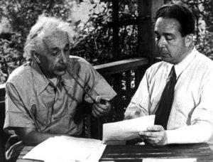 Эйнштейн и Сцилард пишут письмо президенту Рузвельту о бомбе, 1939