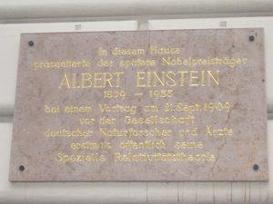 Мемориальная доска в честь выступления Эйнштейна 21 сентября 1909 года