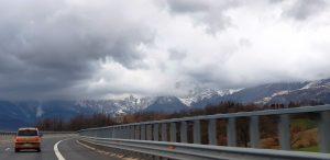 Рис. 13.(b) Апенинские горы при подъезде к городу Л'А́куила. Фото Гали Кац.
