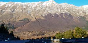 Рис. 13. Апенинские горы при подъезде к городу Л'А́куила. Фото Гали Кац.