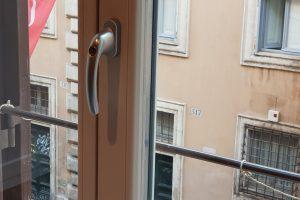 Рис. 9. (б) Окно в комнате Гёте. Фото автора статьи.
