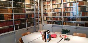 Рис. 10.1 Книги Маргарет Фуллер в библиотеке дома-музея Гёте.